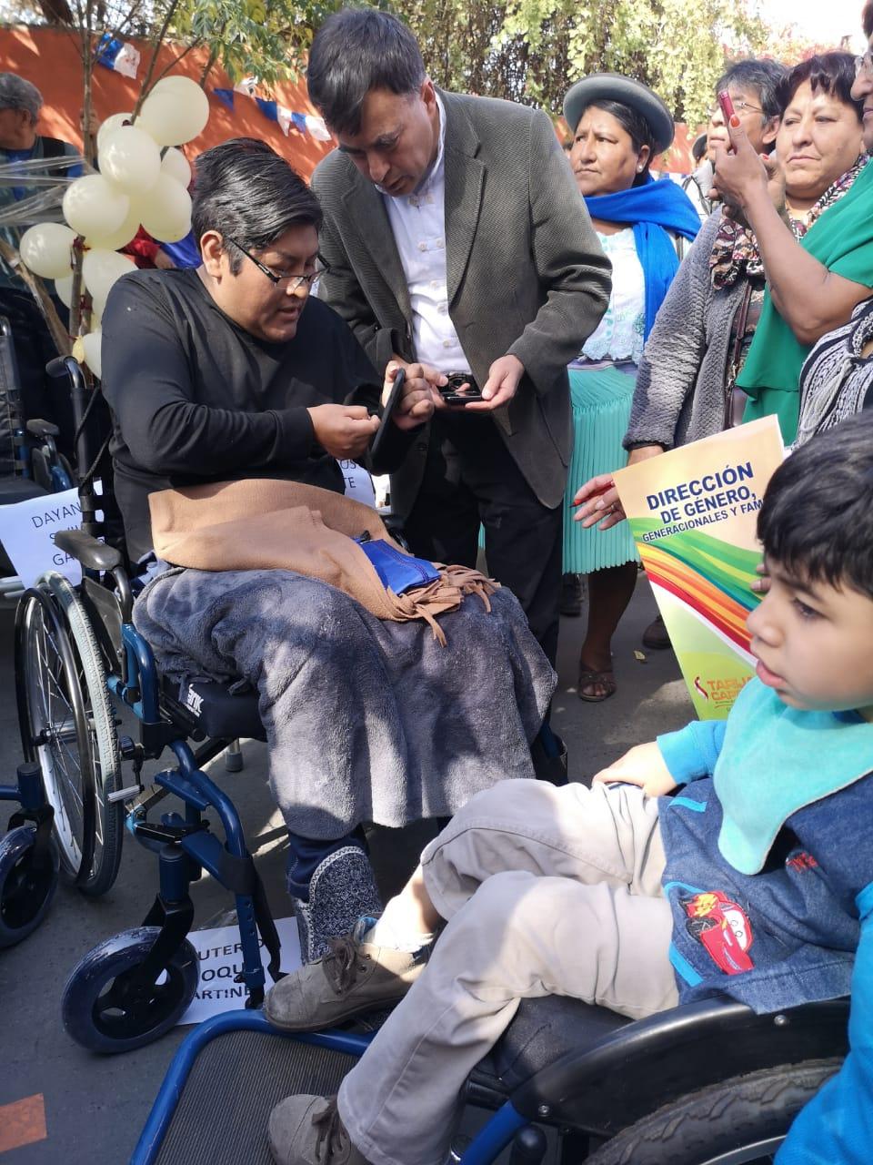Entrega_de_movilidades_y_equipamiento_a_personas_ciegas_en_Tarija_4.jpg